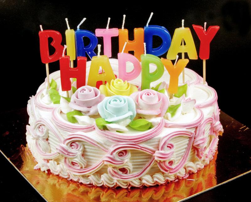 Torta-di-compleanno-con-pan-di-Spagna-e-crema-chantilly.jpg